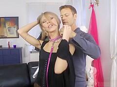 Ungeschickte Russin Milena Devi schreit vor Schmerzen - Extrem Anal mit Rocco!