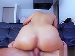 Die vollbusige kolumbianische Teenie Kendra Roll Finger Muschi in der Dusche