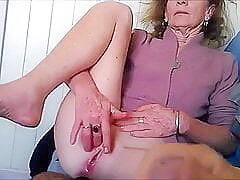 older woman bonks her hirsute cum-hole with a mellow banana